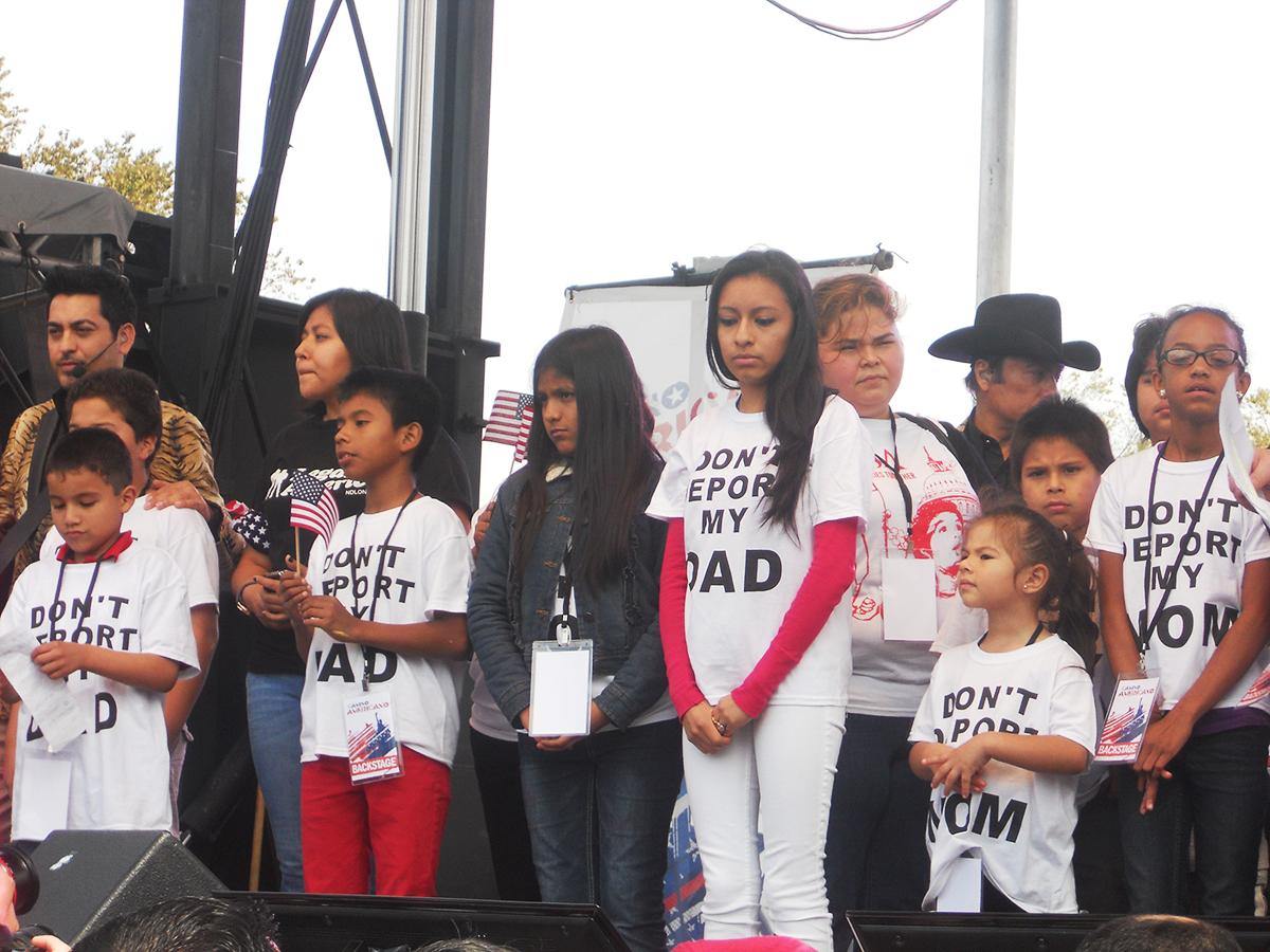 Hijos de deportados piden por la reforma migratoria en una marcha realizada en septiembre de 2013. Foto de Héctor Silva.