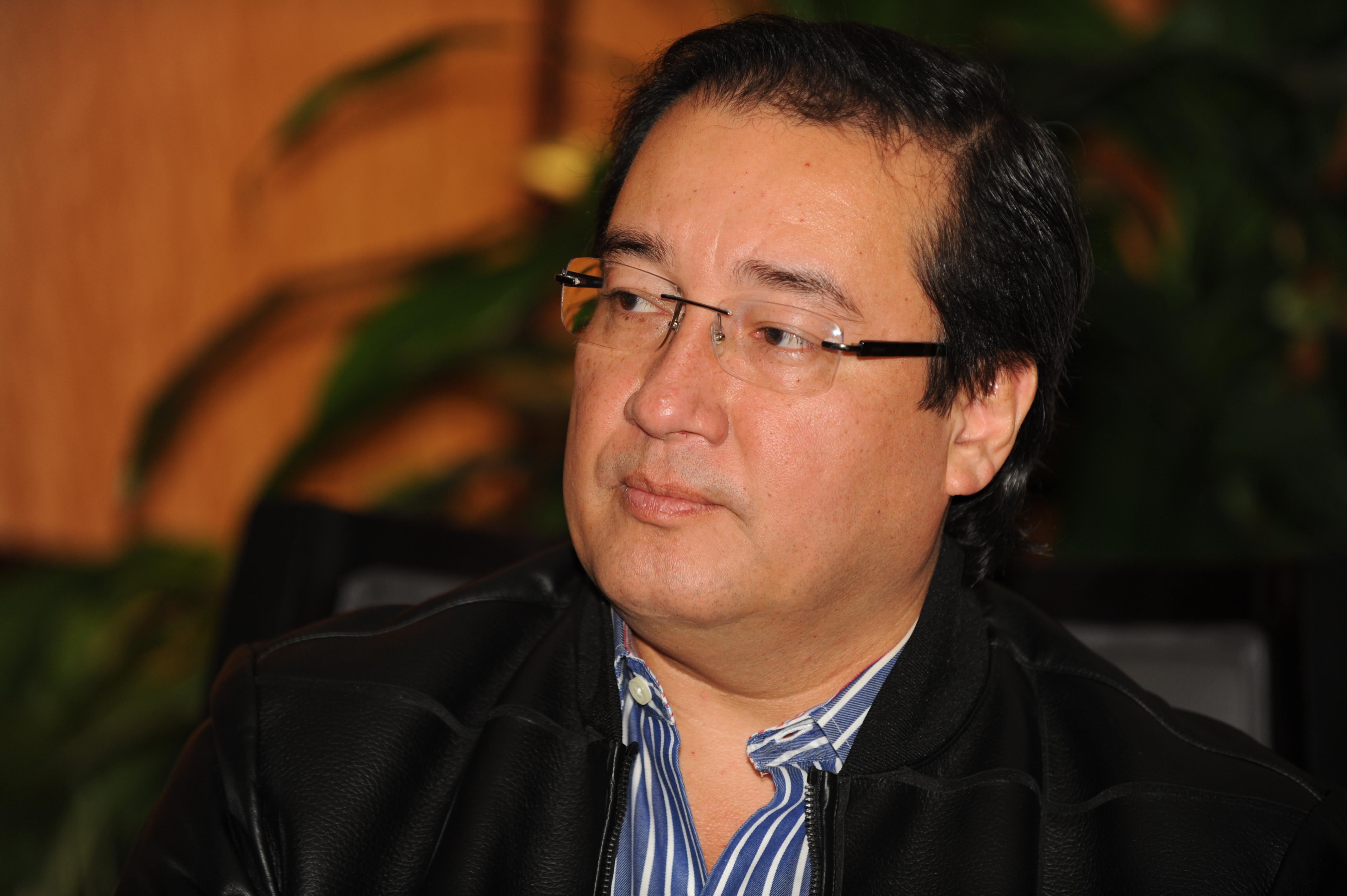 Fiscalía no pagó por los vuelos en aviones de Enrique Rais