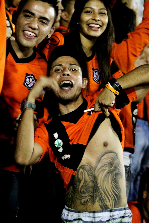 Un aficionado de Águila muestra el tatuaje del equipo de sus amores. Disfruta de toda la galería de fotos creada por Frederick Meza en el siguiente enlace.