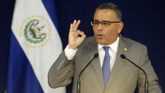 Mauricio Funes no alcanzó a justificar sus excesos