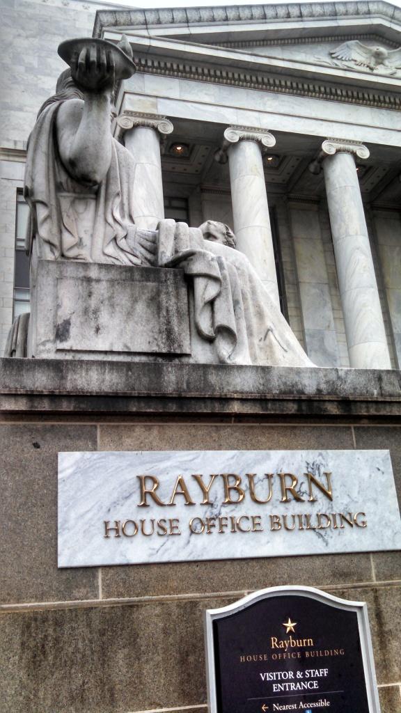 Fachada del edificio Rayburn de la cámara baja del congreso en Washington. El edificio alberga al subcomité de exteriores para el Hemisferio Occidental, donde se ha discutido el tema CICIG. Foto por Héctor Silva Avalos.