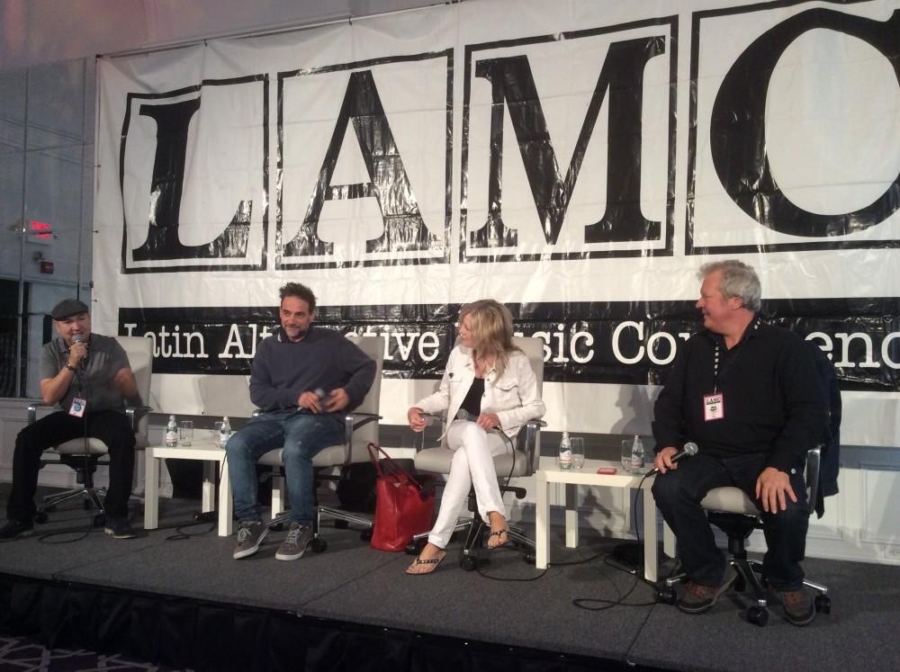 De izquierda a derecha: Raúl Campos (host), Vicentico, Tina Weymouth y Chris Frantz. Foto de Luis Ayala.