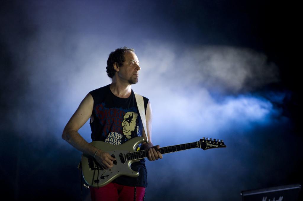 Alejandro Marcovich en el Vive Latino que sirvió como regreso de Caifanes, en 2011. Foto de José Jorge Carreón/Cortesía de OCESA.