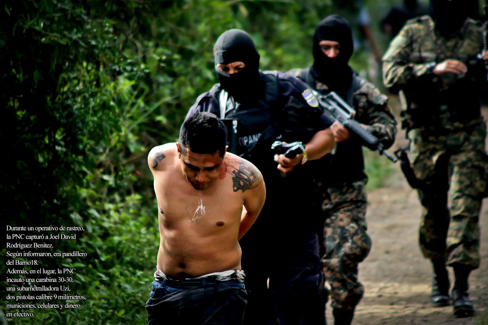 Pandillero capturado el fin de semana pasado en El Salvador. Foto de Frederick Díaz.
