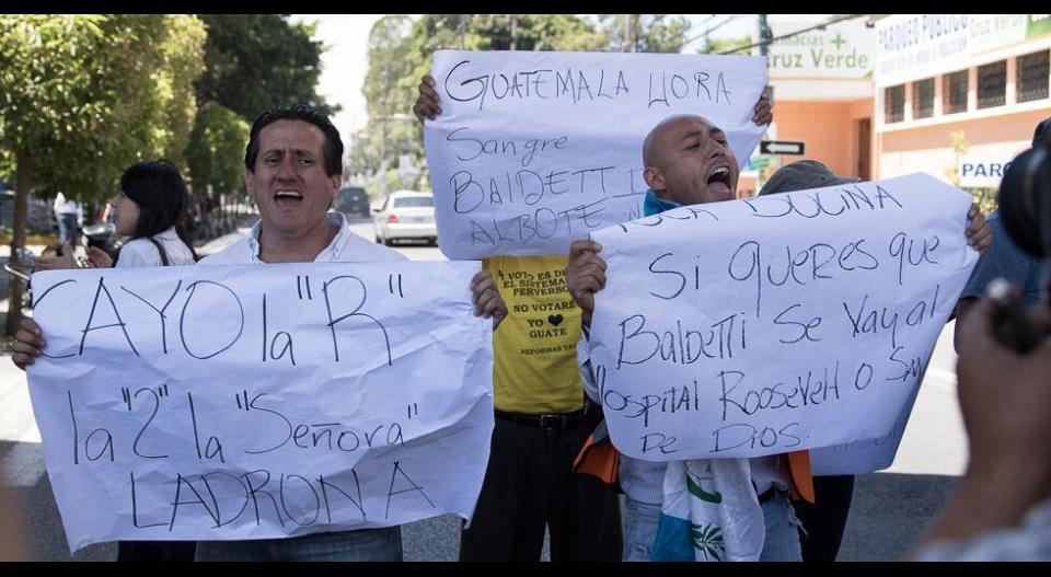 manifestantes_centro_medico