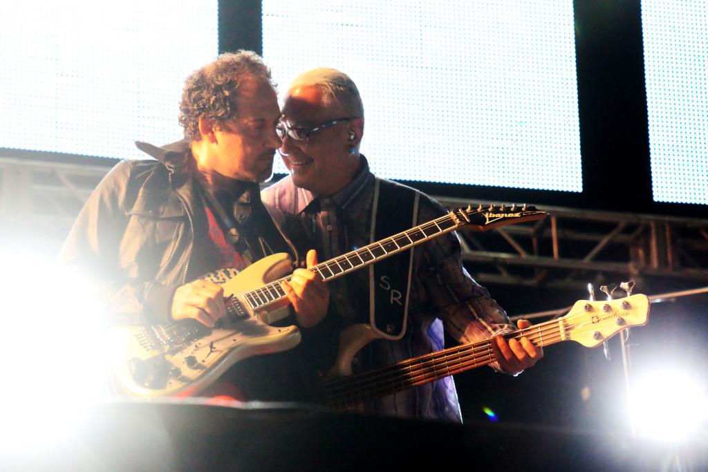 Alejandro Marcovich (izquierda) y Sabo Romo (derecha) en el regreso de Caifanes en 2011. Foto de José Jorge Carreón/Cortesía de OCESA.