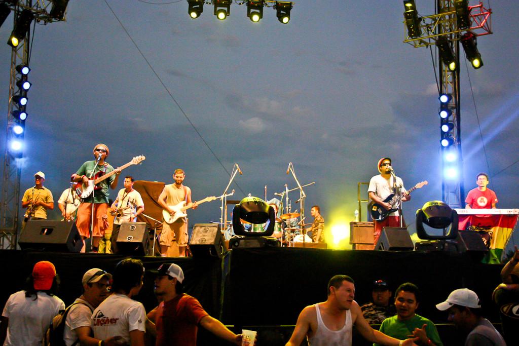 Anastasio y los del Monte es reconocida como la banda más importante en la historia del reggae salvadoreño. Aquí una imagen de una presentación de la banda en el año 2006. Foto del archivo de Orus Villacorta.