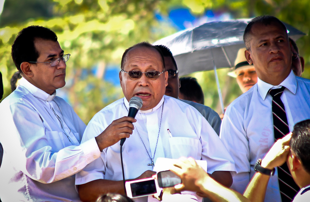 Medardo Gómez (obispo luterano): «Las pandillas todavía respetan a las iglesias»