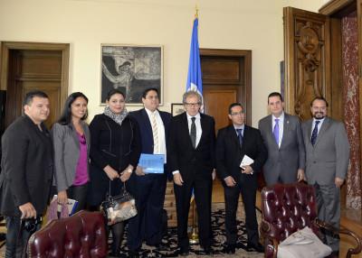 Los indignados de Honduras con el secretario general de la OEA. Foto tomada de Flickr, con licencia de Creative Commons.