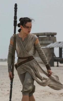 Rey, la nueva heroína de Star Wars. Fotos tomadas del sitio oficial.