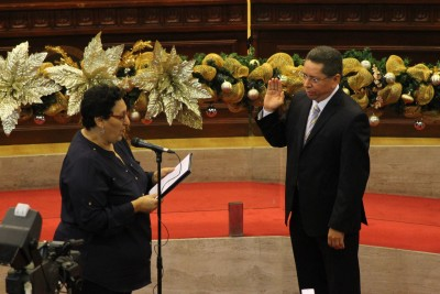 La presidenta de la Asamblea Legislativa, Lorena Peña, del FMLN, juramenta a Douglas Meléndez como fiscal general Fotos de Frederick Meza.