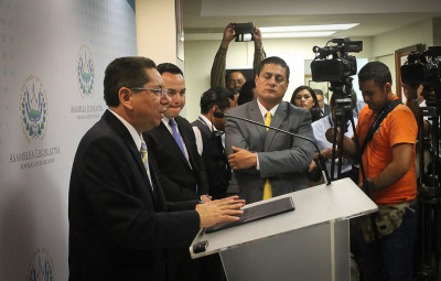 Primera conferencia de prensa de Douglas Meléndez tras ser juramentado como fiscal general. Foto de Frederick Meza.