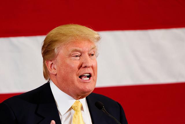 Donald J. Trump, precandidato republicano. Foto de Micahel Vedon, tomada de Flickr con licencia de Creative Commons.