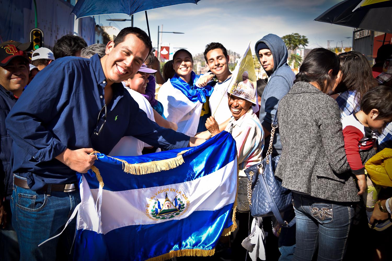 Ronald Solórzano, Hugo Durán y Pamela Cienfuegos, tres salvadoreños que realizaron el viaje para ver a el papa Francisco en México.