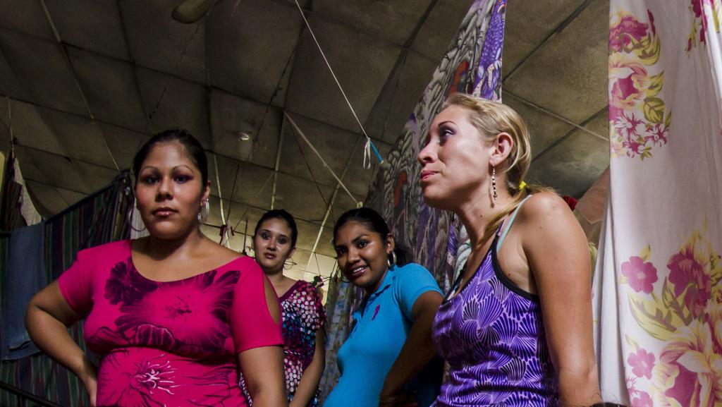 En El Salvador, en el año 2015, fueron asesinadas 475 mujeres, una cada 16 horas, la mayoría con arma de fuego, 183 más que el año anterior. Foto-ilustración, por Salvador Meléndez.