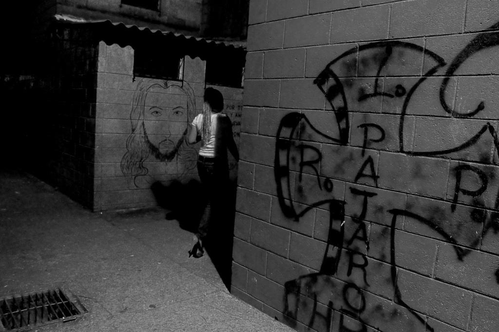 Graffiti pandillero en San Salvador. Foto de Frederick Meza.