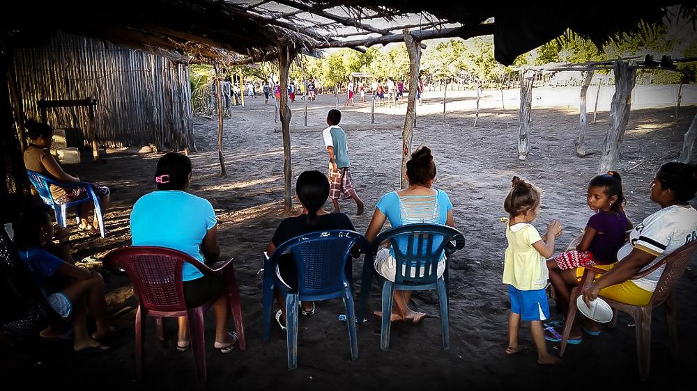 El fútbol es el espectáculo gratuito y popular en este lugar. Fotos de Bryan Avelar y Salvador Sagastizado.