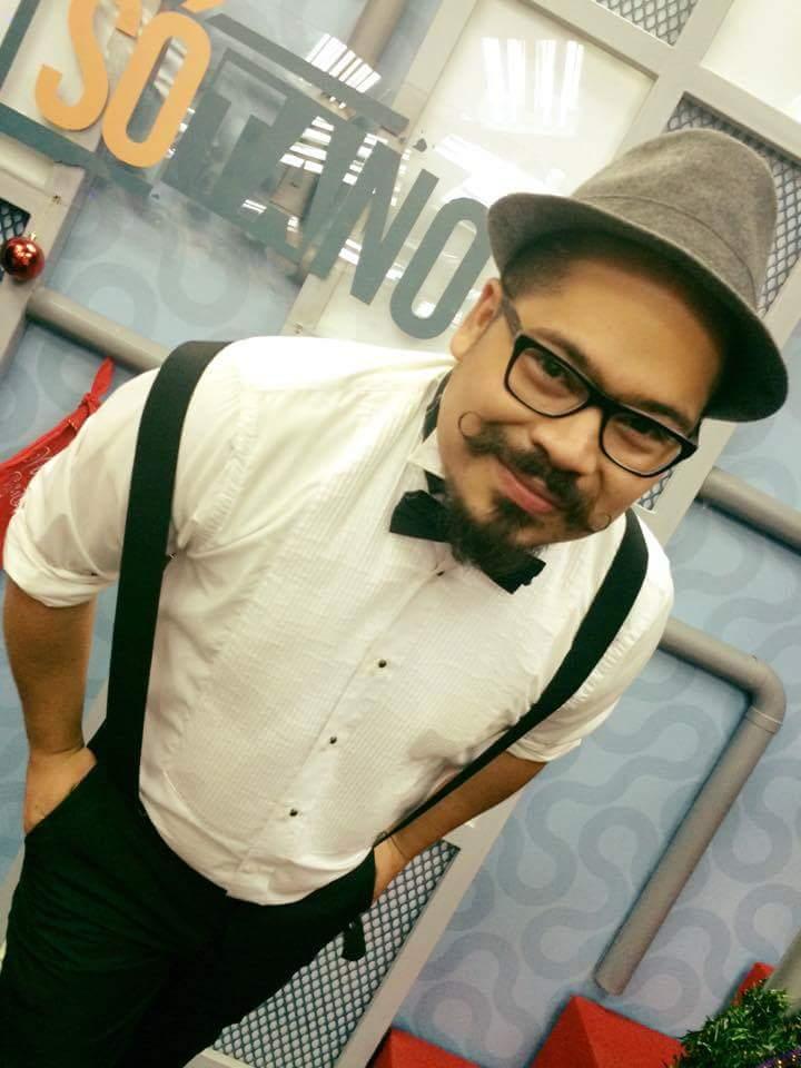 Gio Romero realizó estudios de Periodismo en la Universidad de El Salvador, es especialista en temas de Anime, Comics, Videojuegos, es director y conductor de la sección Frikiverso en la televisión local además de manejar una sección de radio especializada en esos temas, es guionista cinematográfico y cinéfilo por afición. Podés interactuar con él a través de su cuenta de Twitter: @Gio_romero.