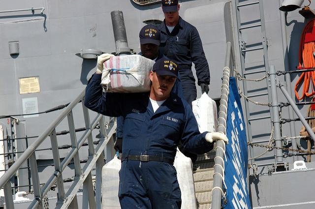 Marines estadounidenses en un decomiso de droga en altamar. Foto de Marion Doss, tomada de Flickr con licencia Creative Commons.