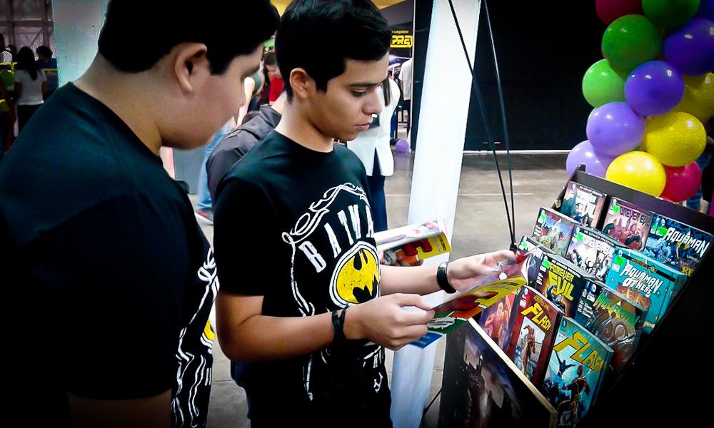 El Comic Con es una buena oportunidad para que los salvadoreños que disfrutan de leer comics puedan encontrar una variada oferta. Foto de Claudia Meyer.