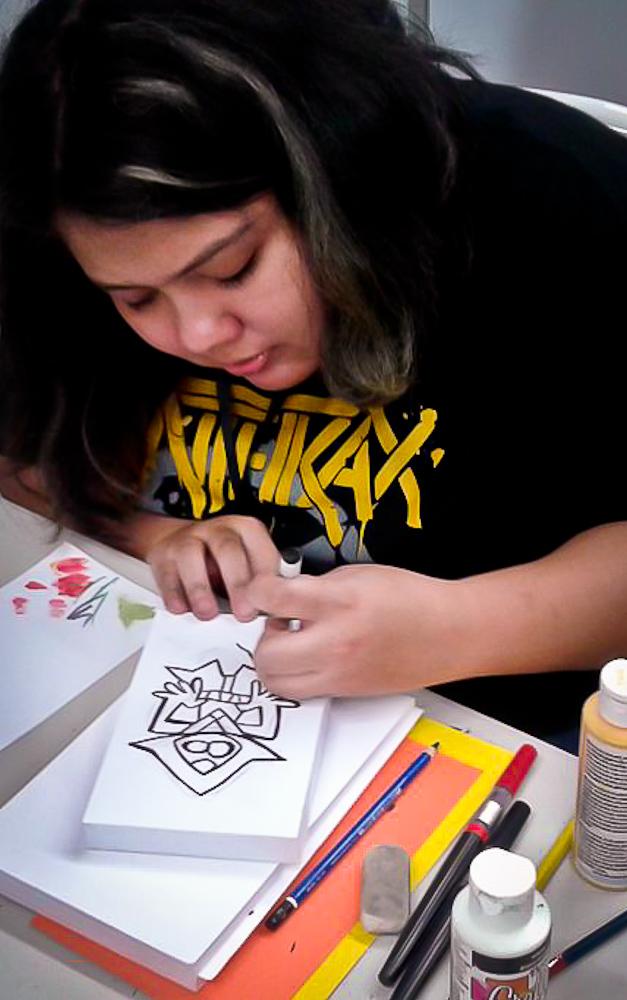 En Comic Con los dibujantes pueden realizar sus trazos para que el público pueda contemplar la creación de sus obras en vivo. Foto de Claudia Meyer.