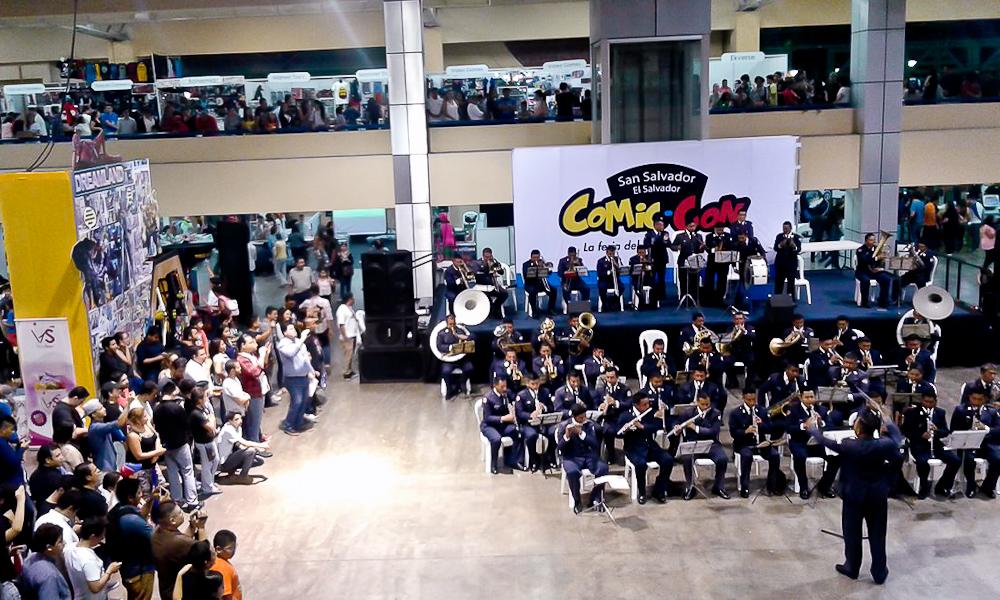 Con música de Star Wars, la Orquesta Sinfónica de la Primera Zona Militar (dirigida por el Mayor Roberto Arias), amenizó la jornada inaugural del Comic-COn. Foto de Claudia Meyer.