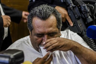 Raúl Mijango, mediador en la tregua, durante la audiencia de imposición de medidas el sábado 7 de mayo. Foto de Salvador Meléndez.