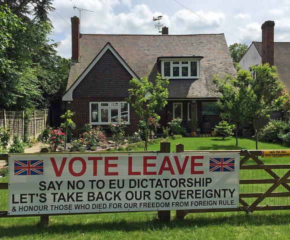 Una valla que apoyaba la salida de Gran Bretaña como estado miembro de la Unión Europea. Foto tomada de Flickr, con licencia de Creative Commons.