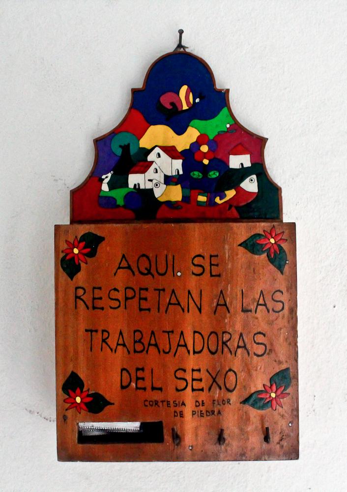 Artesanía salvadoreña con un mensaje de tolerancia. Foto de Mitzty Torres.