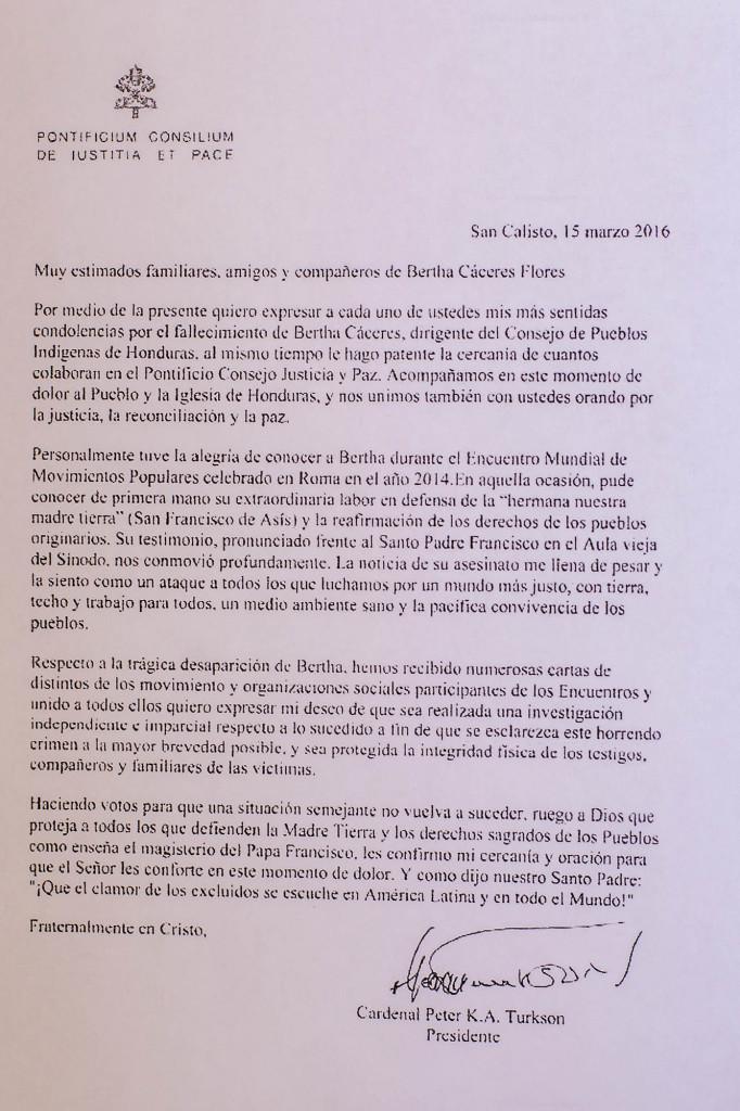 Reproducción de la carta de condolencias de El Vaticano enviada por el Cardenal Peter K.A. Turkson a la familia de Berta Cáceres. Foto FACTUM/Salvador MELÉNDEZ.