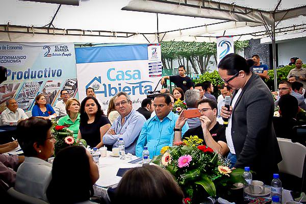 Parte de los beneifciados por el Premio Pixels que gestina el Ministerio de Economía de El Salvador. Foto tomada de la página web oficial de esta cartera de Estado.