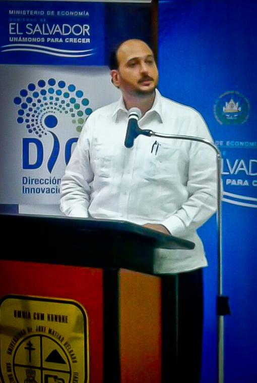 Yax Canossa es el Director de Innovación y Calidad del Ministerio de Economía. Foto tomada de la cuenta de Twitter del MINEC.