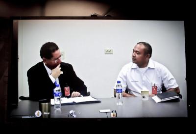 Douglas Meléndez (de saco) y Mauricio Ramírez Landaverde durante la teleconferencia en el Wilson Center. Foto de Héctor Silva Ávalos.