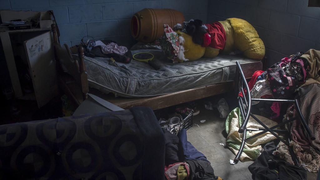 Este es el apartamento donde se alojaban tres supuestos pandilleros que fueron detenidos por la Policía el pasado martes 18 de octubre, señalados como los responsables de las amenazas a muerte contra los habitantes de este condominio de clase obrera. Foto FACTUM/Salvador MELENDEZ