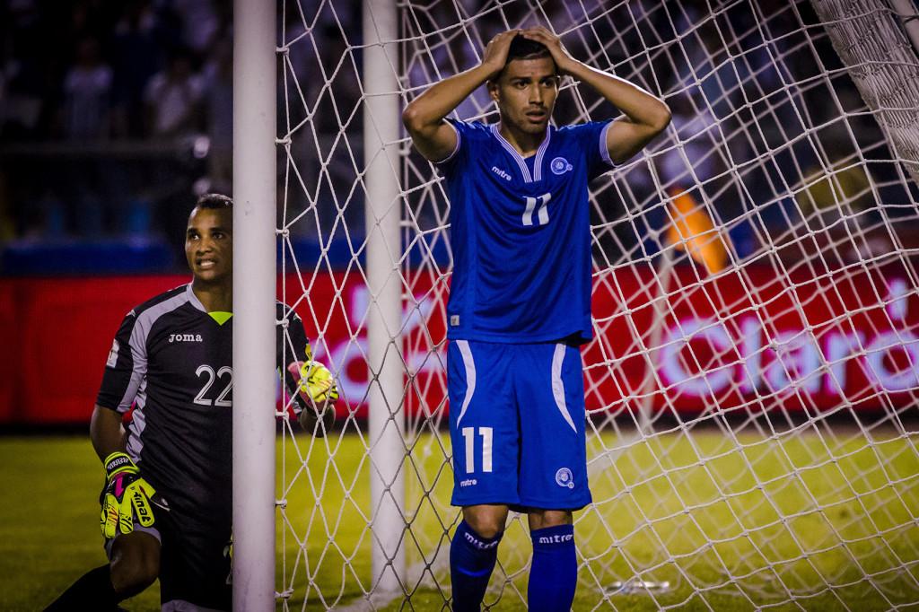 Nelson Bonilla de El Salvador lamenta fallar la más clara oportunidad de gol durante el partido con Honduras en el Estadio Olimpico de San Pedro Sula. Foto Revista FACTUM/Salvador Melendez