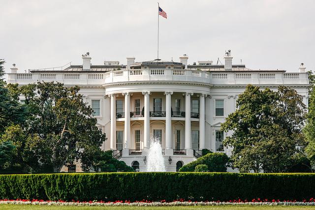 Estados Unidos vota y el mundo retiene el aliento