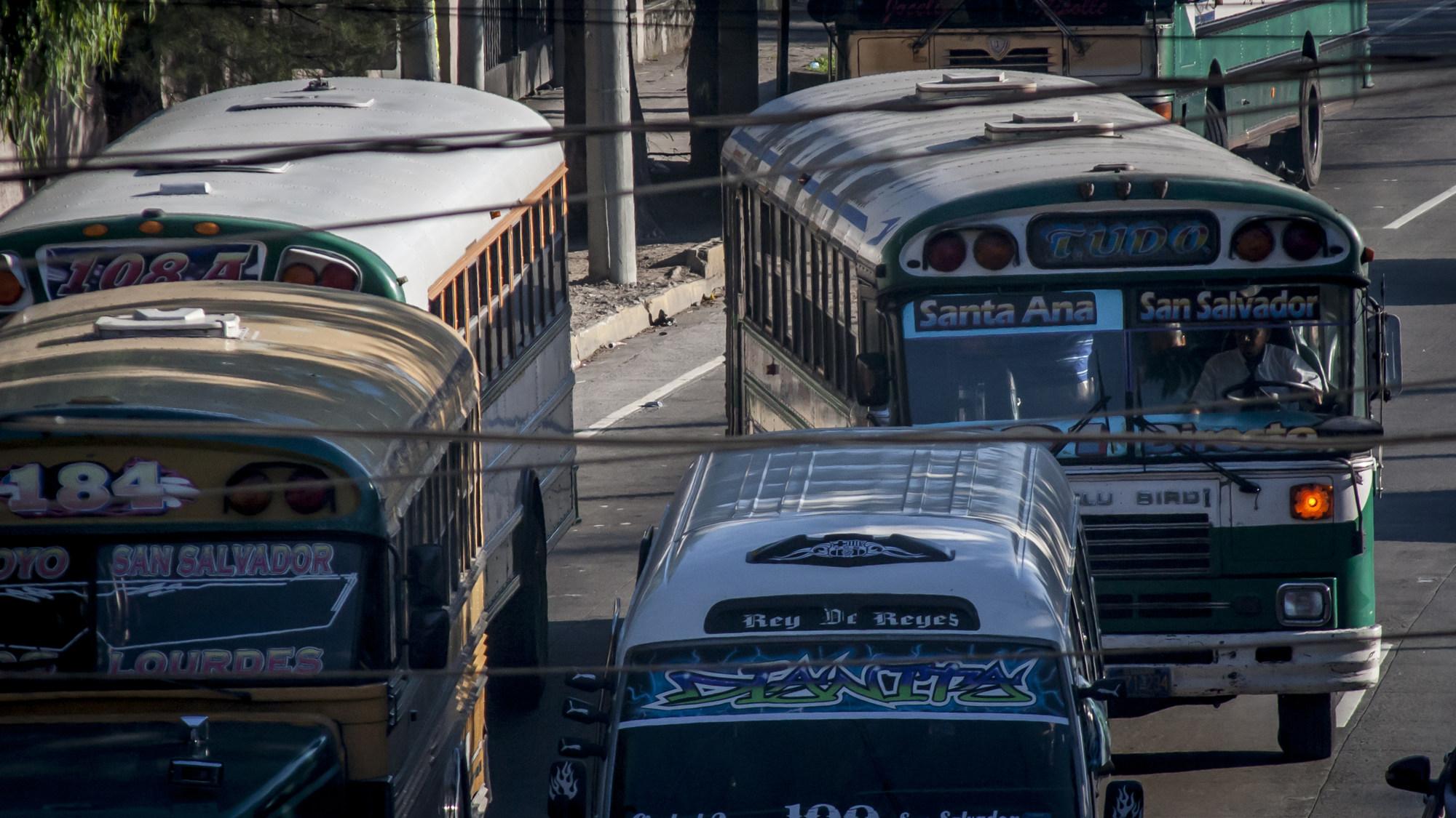 La ruta de buses que institucionalizó la extorsión