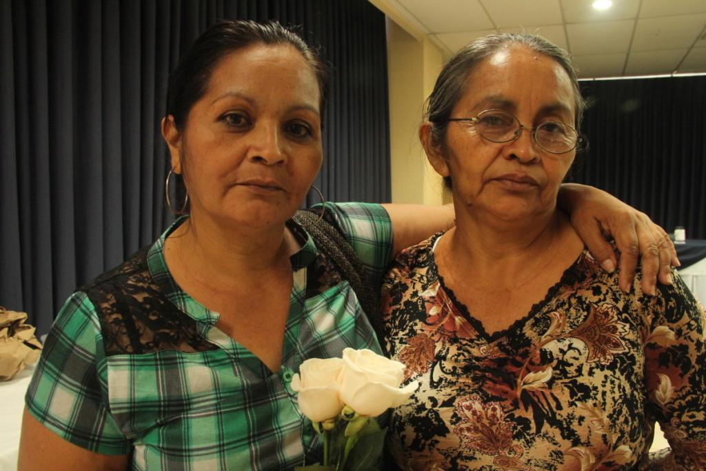 las-hermanas-digna-y-tomasa-hijas-de-juana-sanchez-sobreviviente-perdieron-a-muchos-familiares-en-la-masacre-de-el-mozote-mcidon