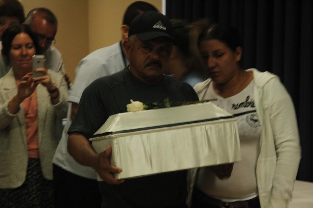 los-restos-de-su-madre-y-sus-dos-hermanas-fueron-entregados-a-ernesto-martinez-mcidon