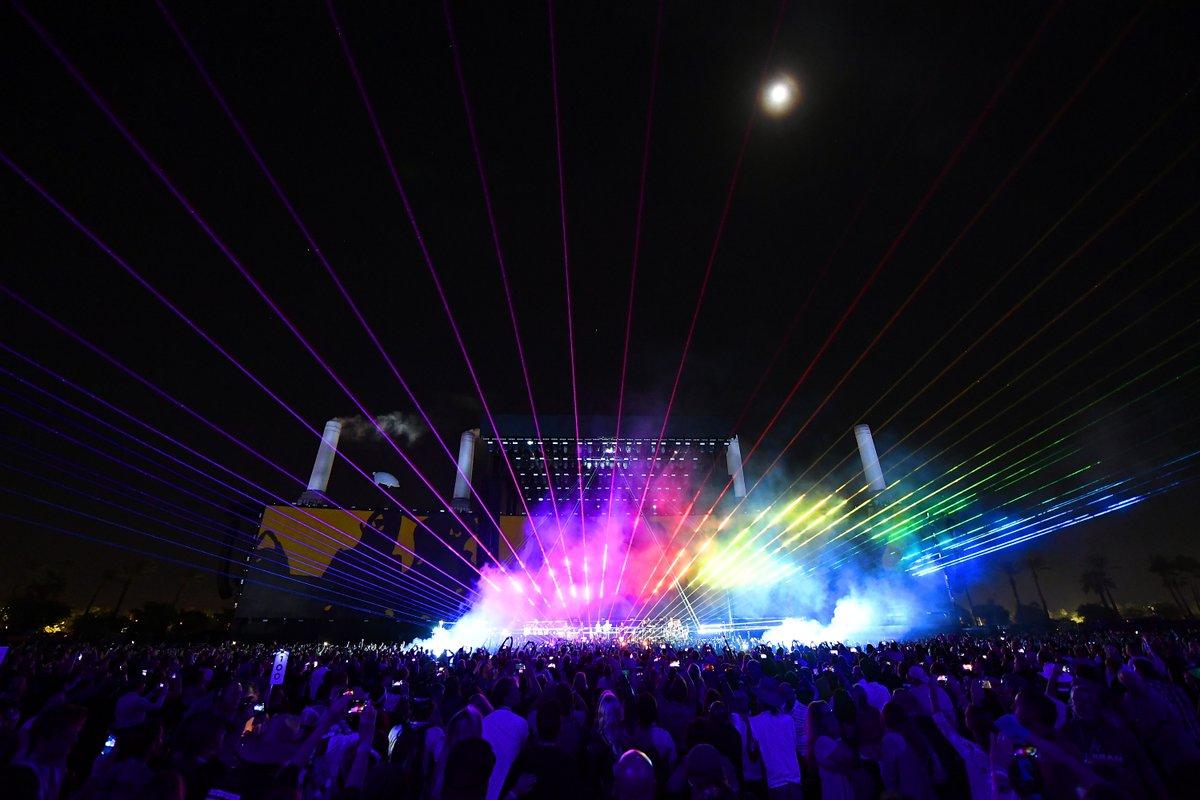 Parte del espectáculo de luces del concierto de Roger Waters. Foto del Twitter del Desert Trip.