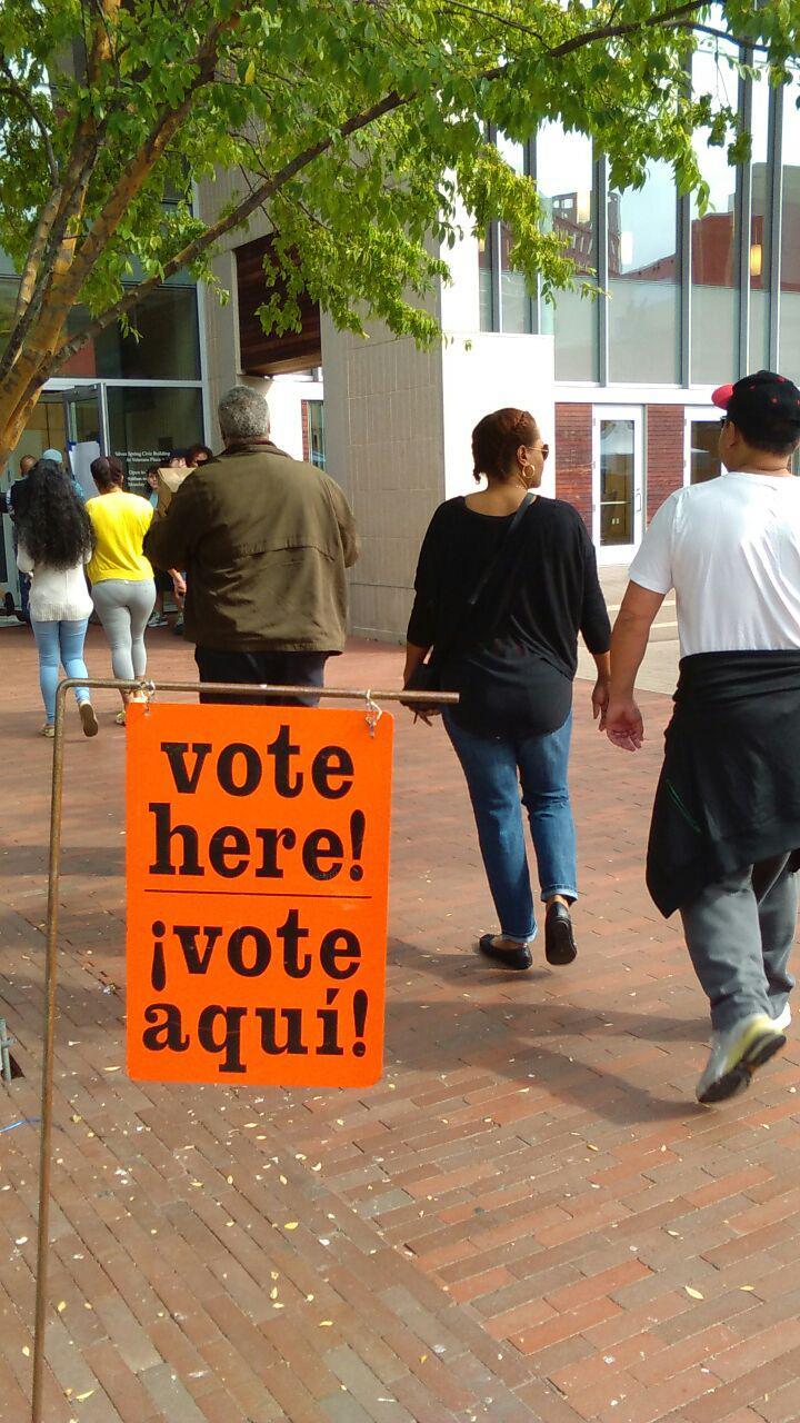 Votantes en Silver Spring, Maryland, donde las urnas están abiertas desde mediados de octubre. Foto Factum/Héctor Silva Ávalos.