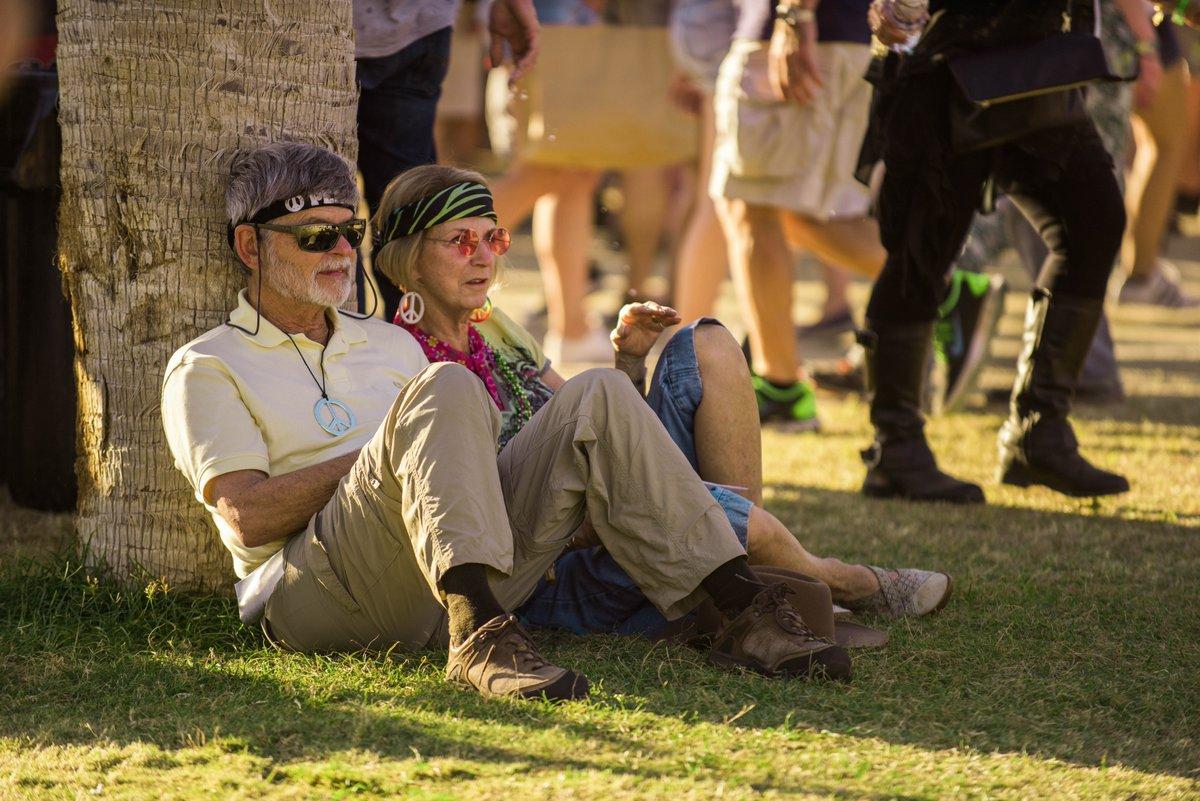 Parte del público vivió las mejores épocas de los artistas del Desert Trip cuando se encontraban en el apogeo de sus carreras. Foto/Twitter del sestival.