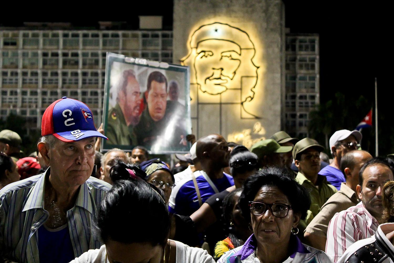 Miembros del público escuchando el discurso de Nicolás Maduro en el acto de masas en la Plaza de la Revolución. La Habana, Cuba. 29 de noviembre. Foto de Nicola Chávez Courtright.