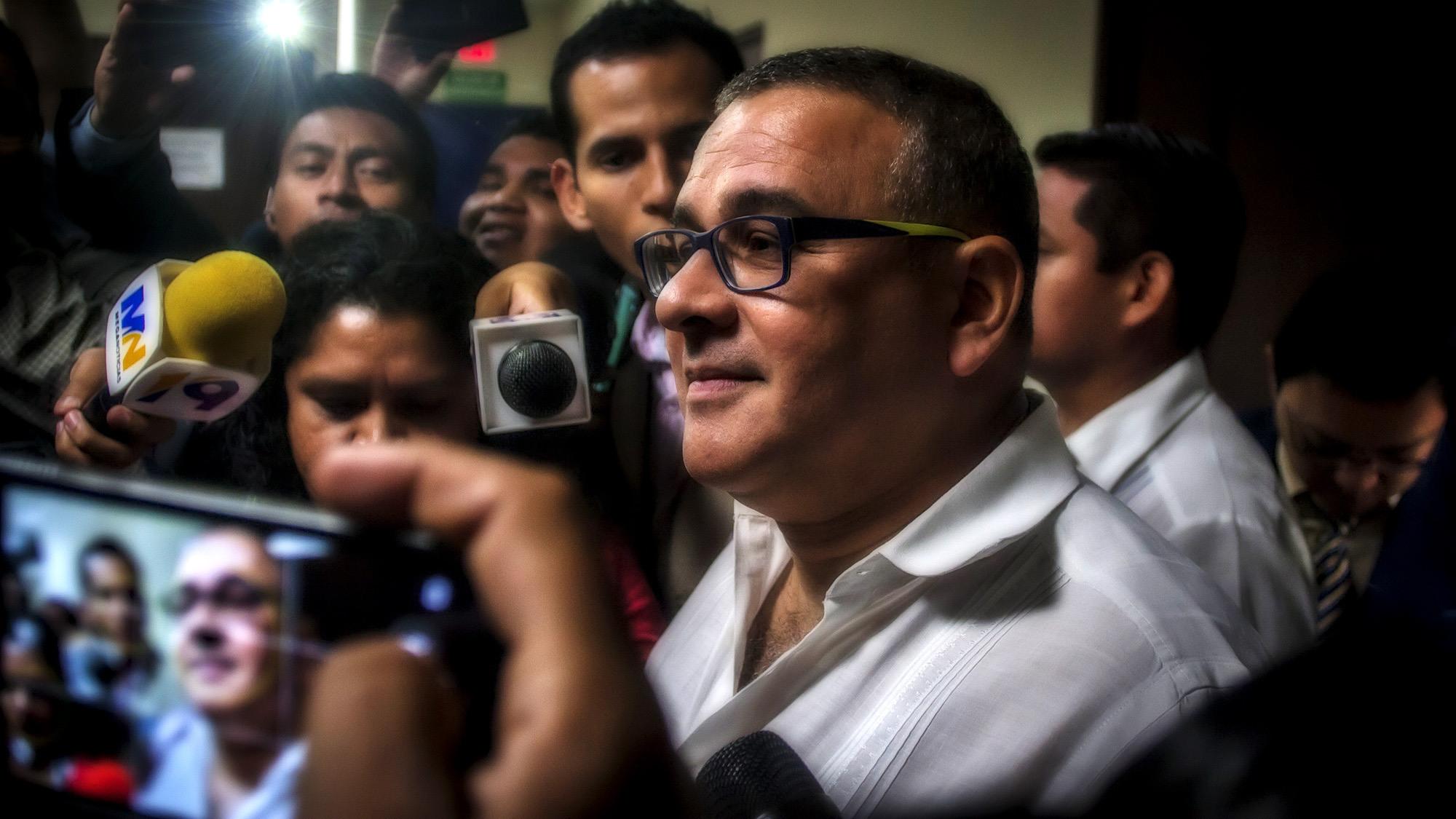 El ex presidente salvadoreño, Mauricio Funes Cartagena, brinda declaraciones a los medios locales e internacionales, durante un citatorio que le hiciera la FGR el 3 de Febrero de 2016, para conocer su función durante la Tregua entre las pandillas y su administración. Por ahora, el ex presidente Funes, se encuentra como asilado politico en Nicaragua, por el proceso de enriquicimiento ilicito que se lleva en los juzgados salvadoreños. Foto FACTUM/Salvador MELENDEZ