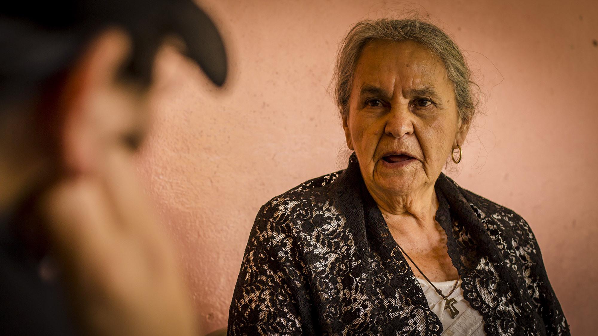 Austra Bertha Flores López, madre de Bertha Cáceres, una de las ambientalistas hondureñas asesinados en marzo de 2016, abrio sus puertas a FACTUM en su casa en La Esperanza y nos dijo; ''Nunca me imaginé enterrar a mi hija el mismo día de su cumpleaños''. Foto FACTUM/Salvador MELENDEZ
