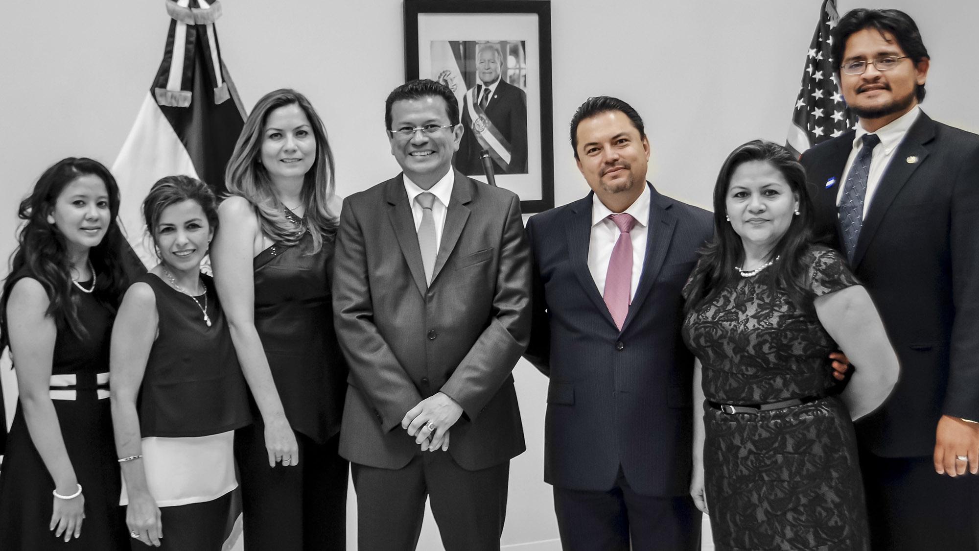 El consulado salvadoreño en Miami: El negocio de los hermanos Claros Amaya