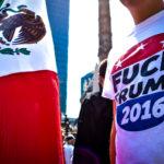 Un manifestante mexicano muestra su descontento con las políticas de Donald Trump. Foto de Orus Villacorta/Revista Factum