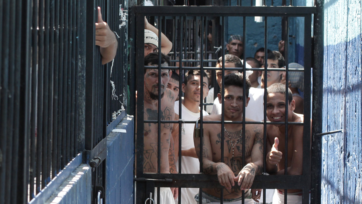 Prisiones salvadoreñas: el retrato de una crueldad extraordinaria