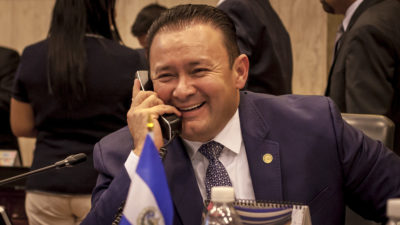 Gallegos consiguió ablandar Ley de Extinción de Dominio mientras Probidad lo investiga