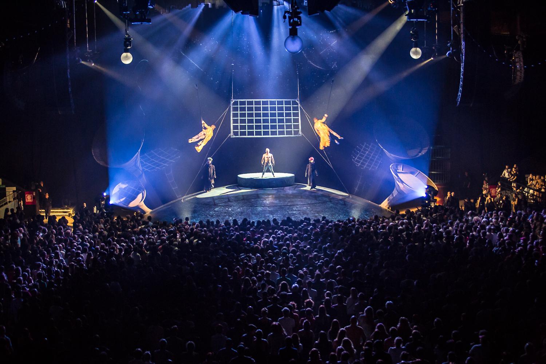 """""""En la ciudad de la furia"""". Foto de Rodrigo Alonso. Prensa Soda Stereo SEP7IMO DIA by Cirque du Soleil."""